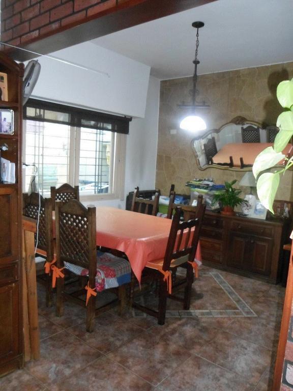 Dueño. Vendo excelente PH. 5 ambientes, 2 baños, a 1 y 1/2 cuadras de la Plaza San Martín y Esc.N°8.