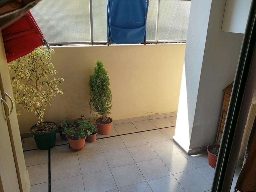Se vende depto 3 ambientes en flores - impecable - PB con patio y balcón corrido - luminoso