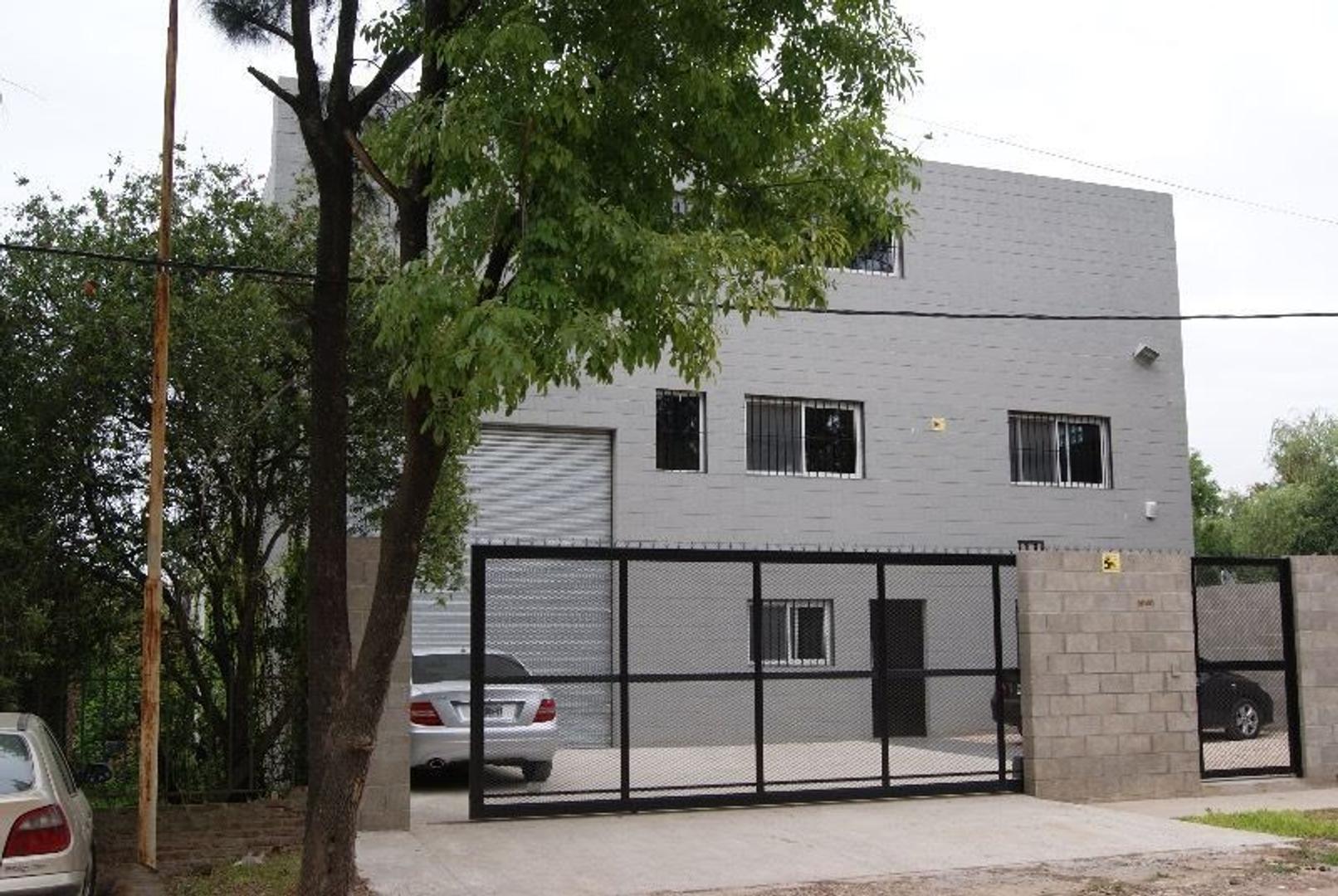 DUEÑO VENDE | AREA EL TRIANGULO | ACC. R8 Y R9 | ANTIG. 5 AÑOS - Planta Industrial I1c/ Laboratorio