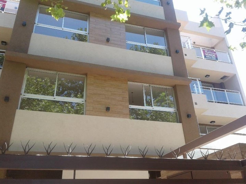 Excelente departamento de dos ambientes con cochera en venta, Villa sarmiento.