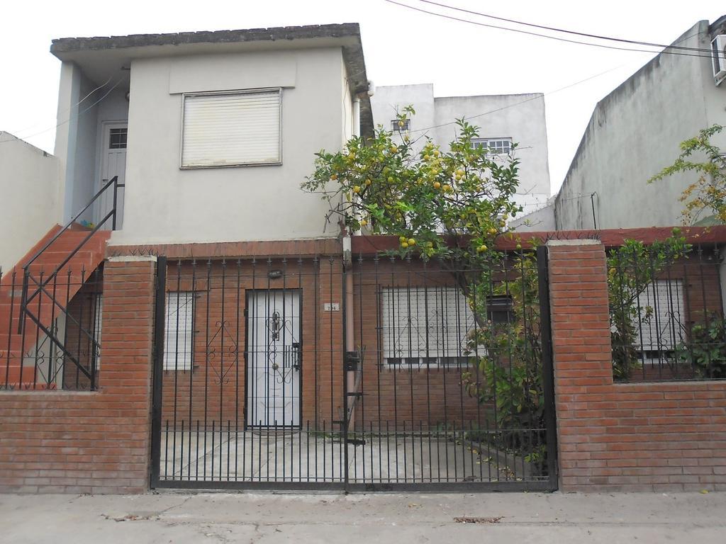 B° Sarmiento, Villa Celina. Casa 4 amb + Depto 3 amb en 1er piso.