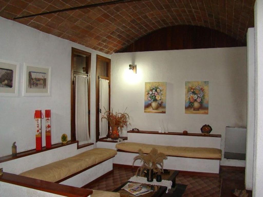 Dormitorio Quinta ~ Quinta en venta en Gdor G Udaondo 2820 Barrio Parque Leloir Buscainmueble