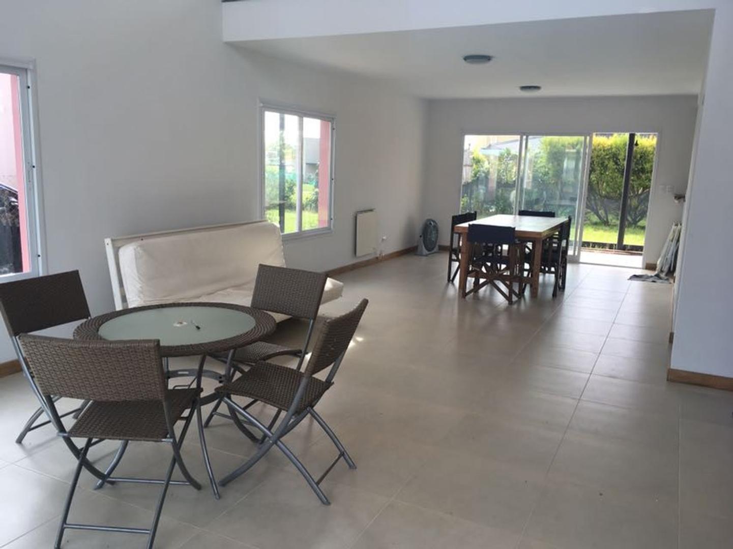 Venta casa en dos planta en Los Olivares, Malvinas Argentinas, Ruta 8 Pilar