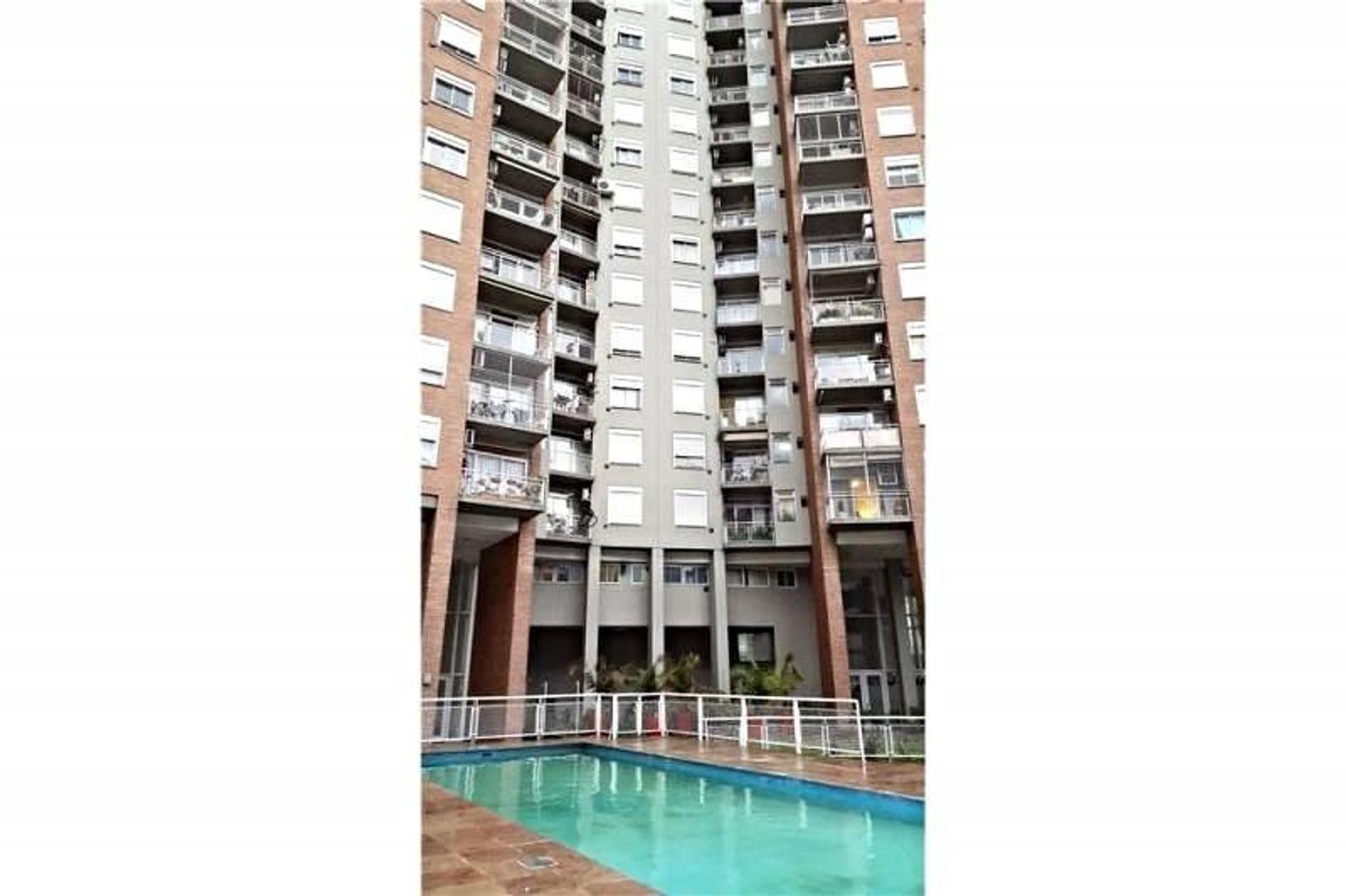 3 ambientes con balcón apto crédito con cochera.