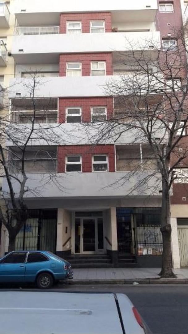 Departamento 1 ambiente amplio , ubicado en Macro-Centro Sobre Calle Corrientes. APTO CRÉDITO.
