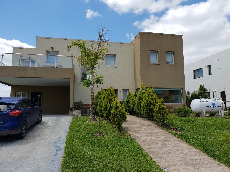 Casa en Venta en Puertos del Lago - Barrio Vistas - 7 ambientes