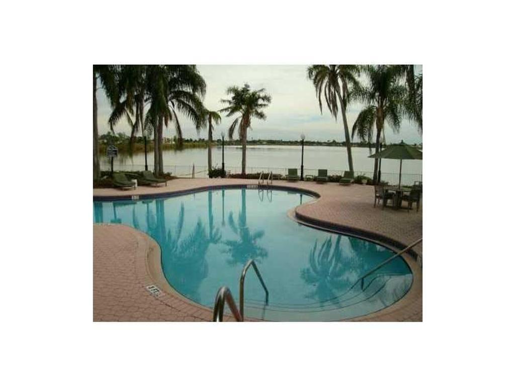 LAKE VIEW CONDOMINIUM U$S 85,000 - 1 CUARTO  1 BAÑO  1 COCHERA Oakland Park - 2860 N OAKLAND FOREST