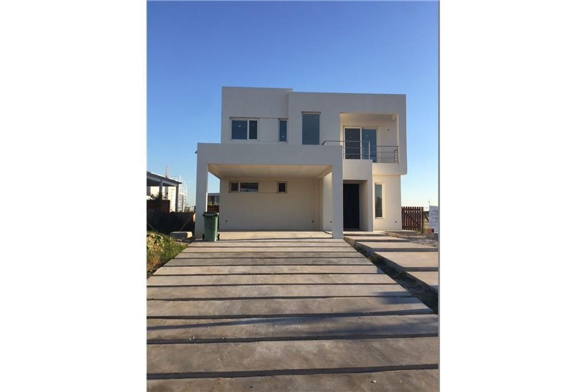 Venta Casa 4 Amb Suite, Pileta, 4 Garages Castaños
