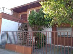 Muy Buen PH 3 amb de 70m2 cub, 1 er piso frente, con patio, balcon terraza y garage.