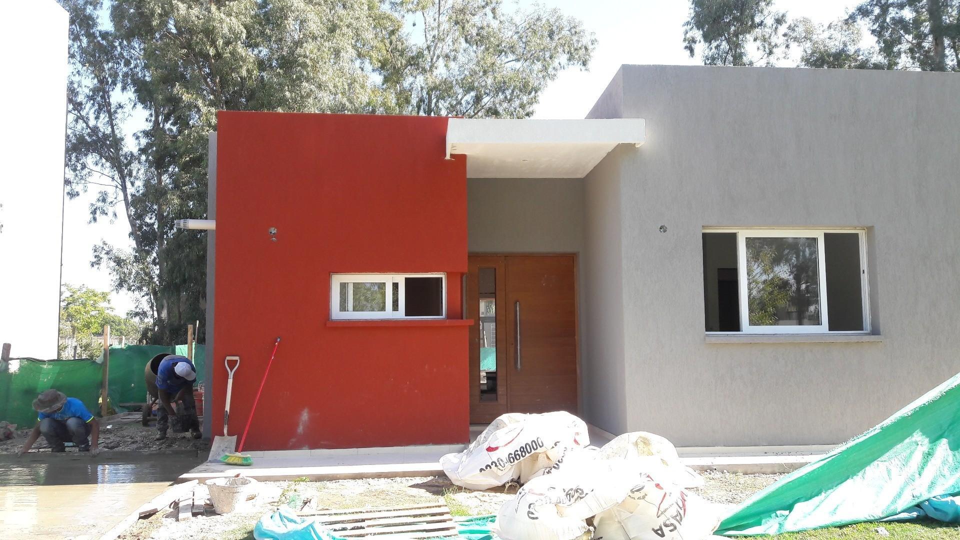 Barrio San Eduardo, Pilar del Este, excelente casa desarrollada en un planta en venta con piscina