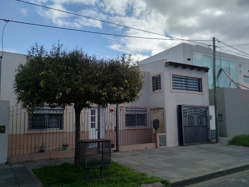 En venta, casa 2 dormitorios con parque