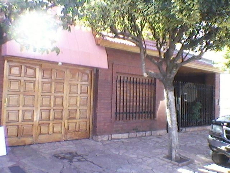 Casa en Villa Luzuriaga, La Matanza, Buenos Aires USD 180000 - FACUNDO 350 (Código: 486-040)