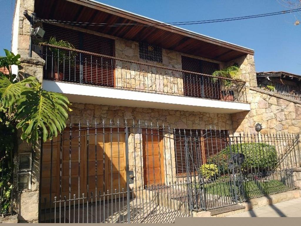 Casa de 4 amb. con garaje y parque