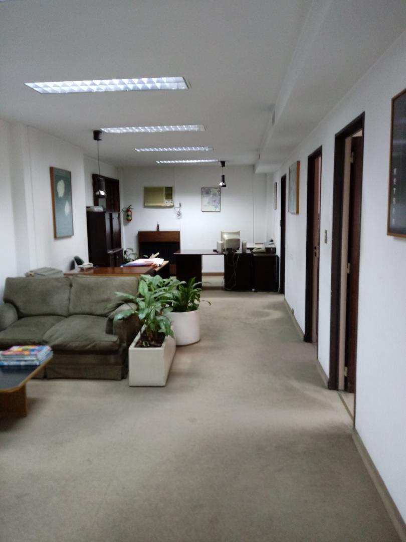 IMPORTANTE oficina de  230 m2 en Moreno entre Combate de los Pozos y Avda. Entre Ríos (BALBANERA).   2 BAÑOS.   Muy buena oficina. - Foto 4