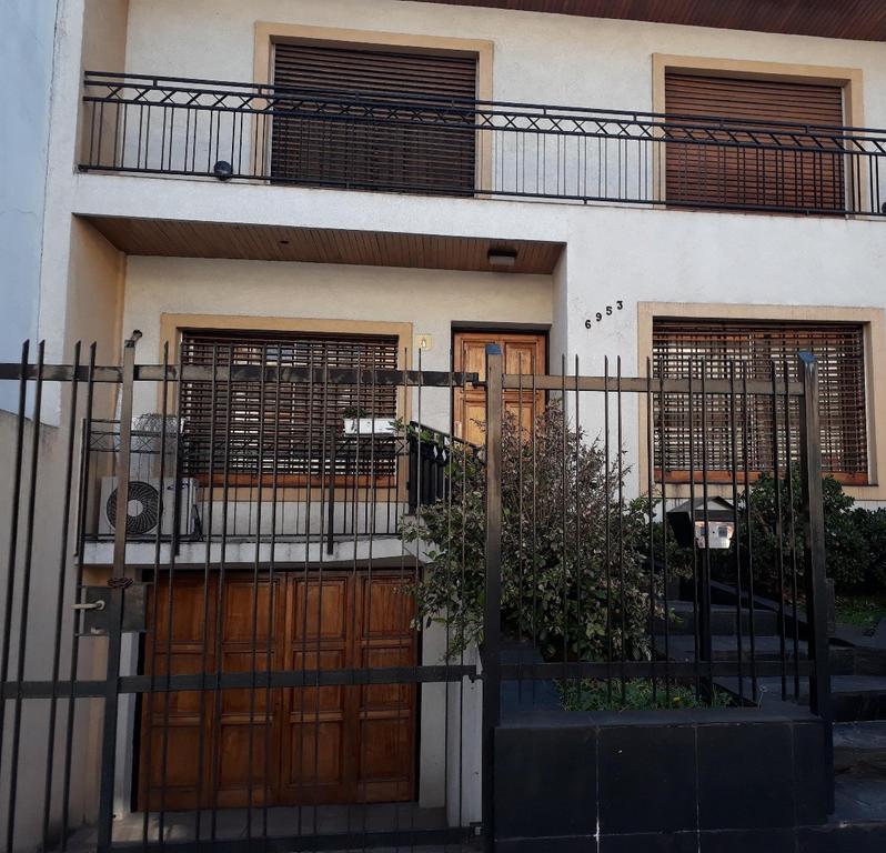 Casa en venta CON GRAN FONDO LIBRE !!!