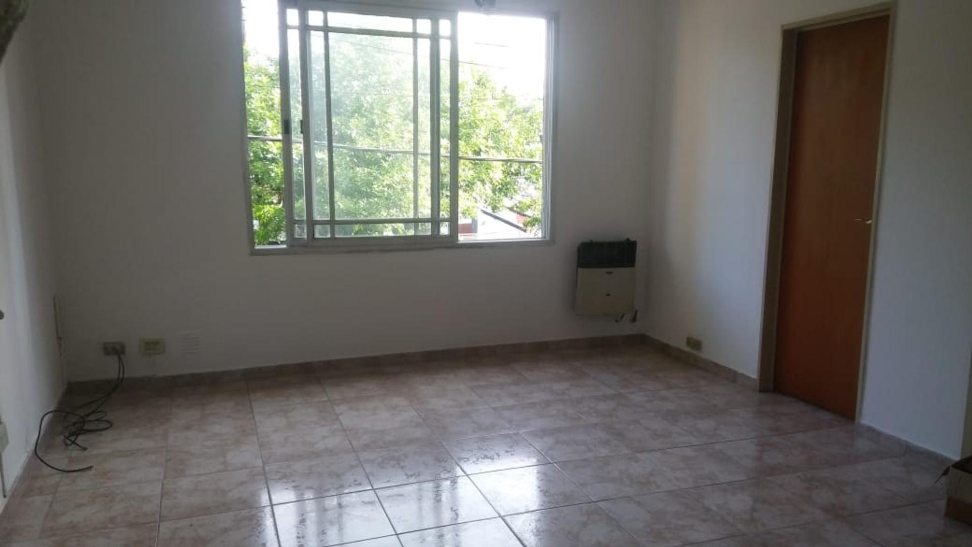 Departamento en Venta en Villa Sarmiento - 3 ambientes