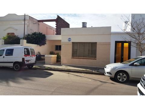 Excelente Casa, en excelente ubicación, muy buena construcción y estado de conservación - 4 dorms