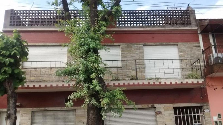 AMPLIO DEPATAMENTO EN PLANTA ALTA Y LOCAL CON HABITACION EN PLANTA BAJA apto crédito