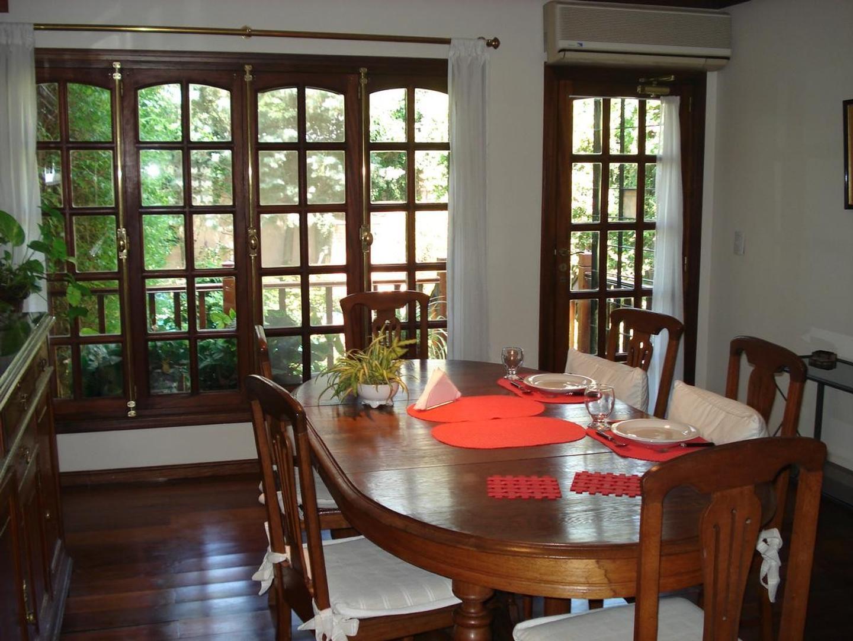 Casa - 520 m² | 5 dormitorios | 25 años