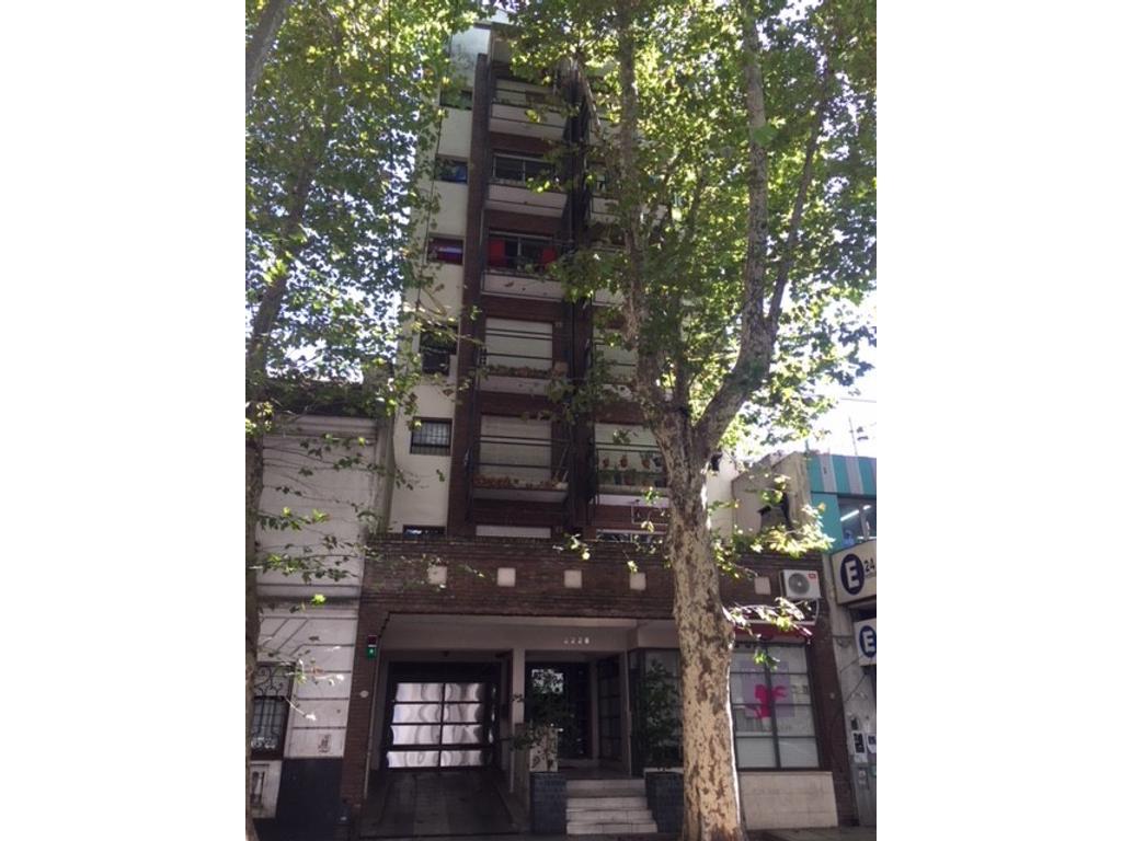 monoambiente al frente con balcón - posibilidad cochera
