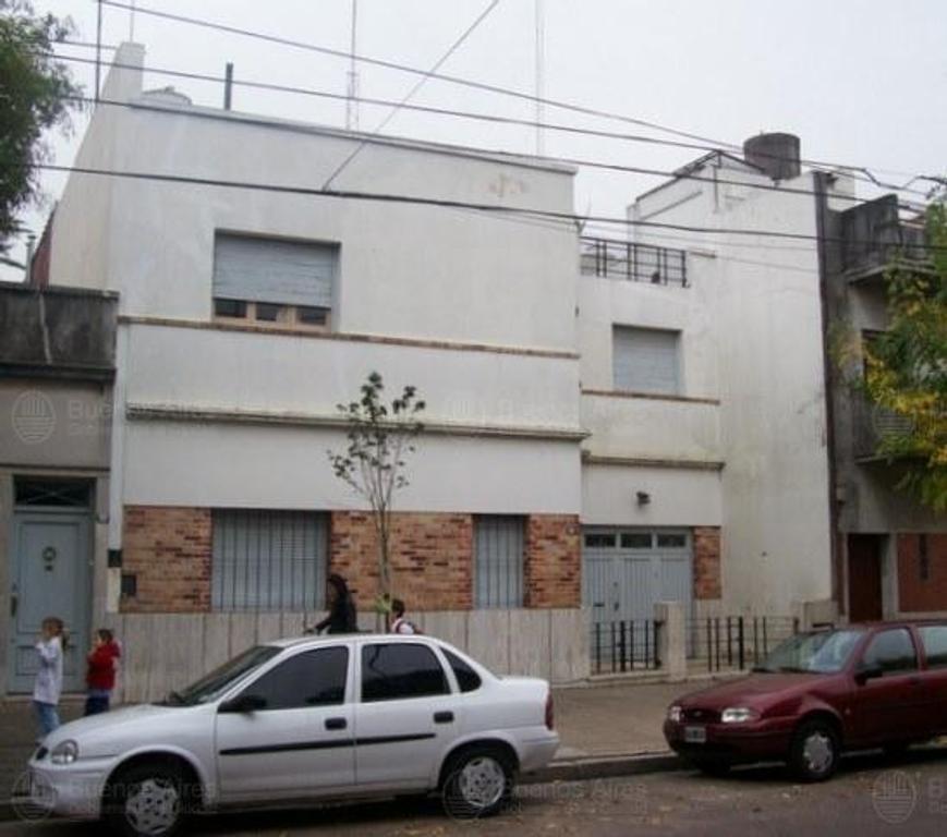 CASA EN DOS PLANTAS COCHERA PATIO TERRAZA