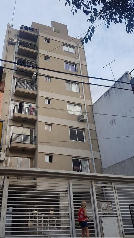 MONOAMBIENTE 30M2  4TO PISO CONTRAFRENTE / CON BALCÓN