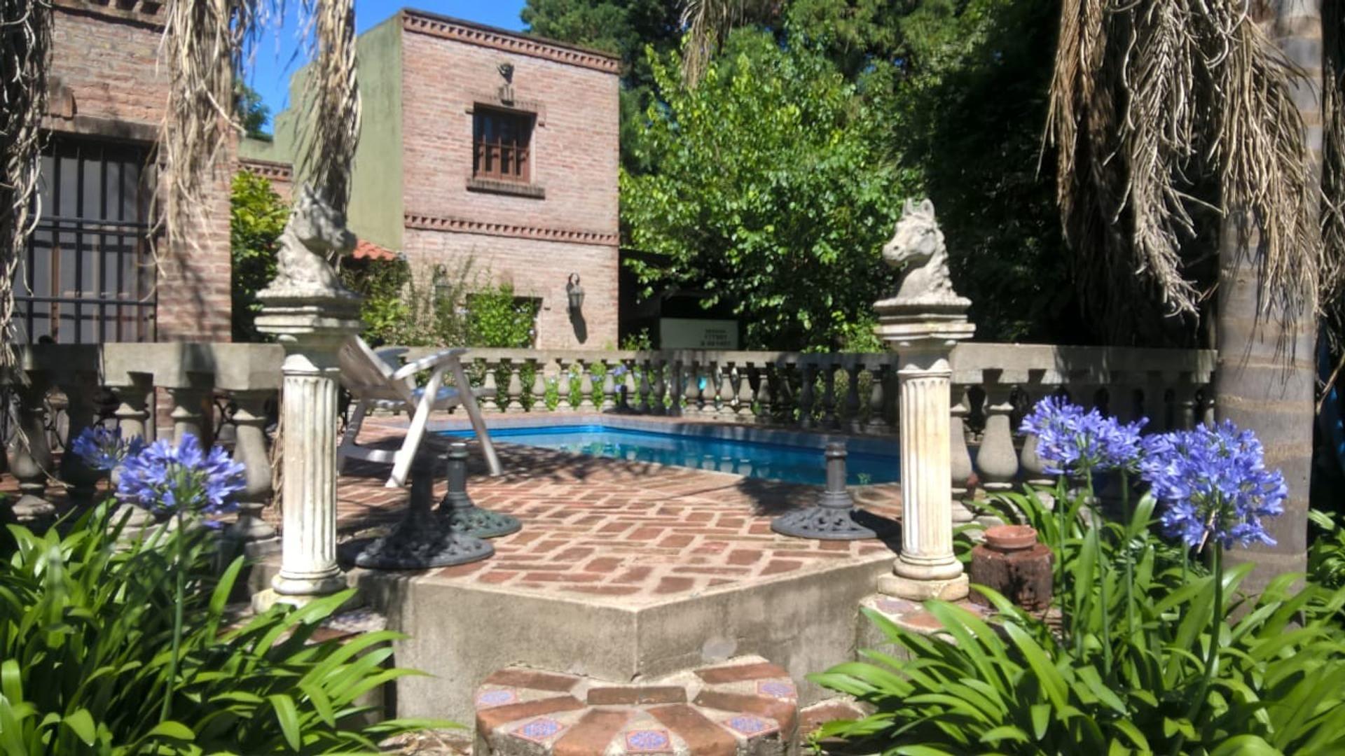 Casa en Venta en Villa Rosa - 6 ambientes