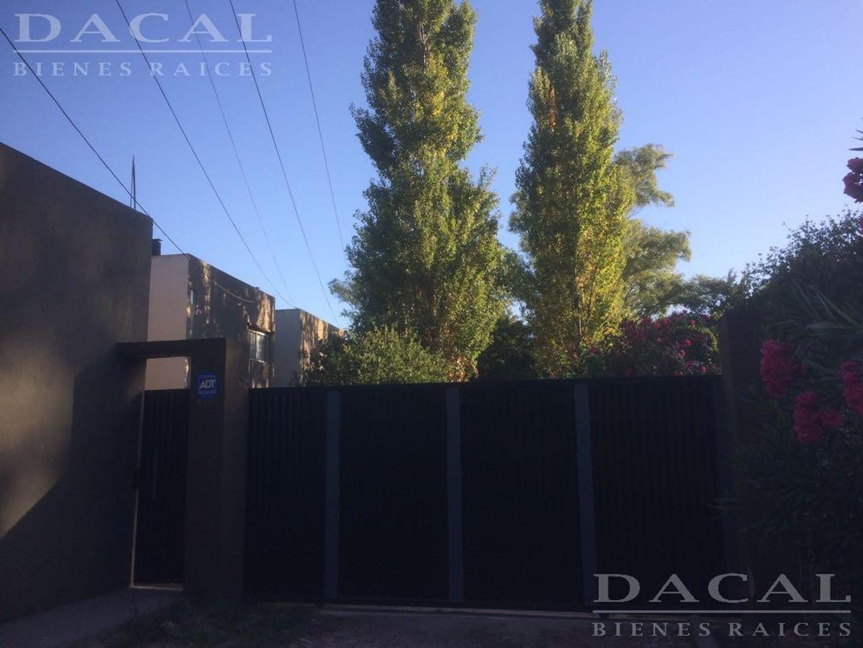 Casa en venta en City Bell Calle 444 e/ Belgrano y 23 Dacal Bienes Raices