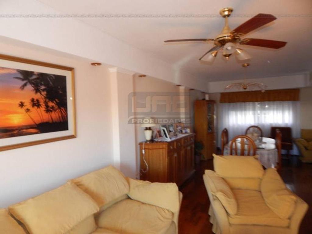 Bv. Oroño y Salta - Piso Exclusivo de 4 Dormitorios con Vista al Río. Con cochera. Vende Uno Propie