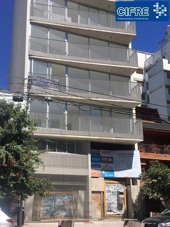 Monoambiente divisible con balcon. Cocina separada ( Suc.Urquiza 4521-3333 )