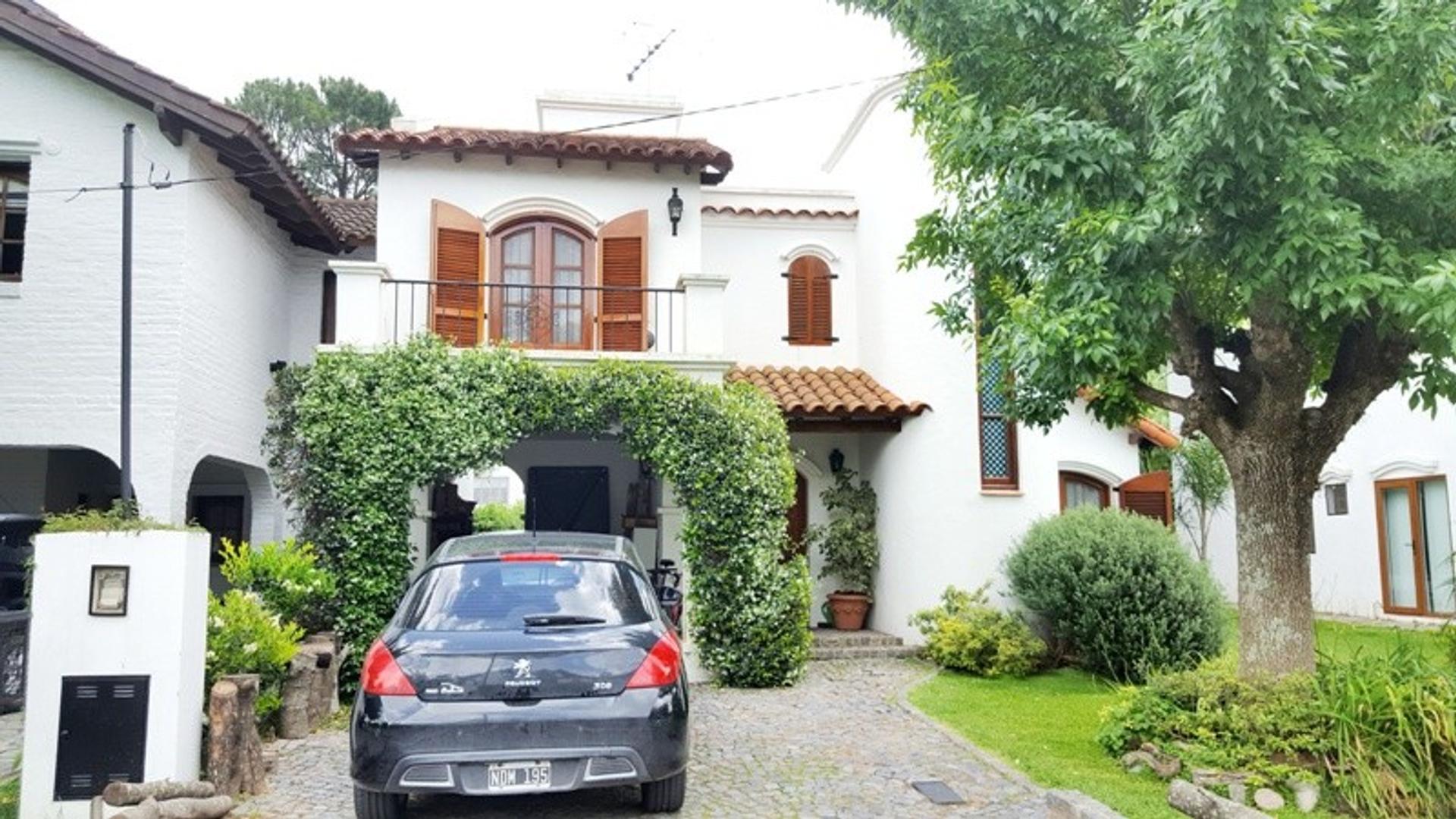 Casa en Venta  de 3 Dormitorios - Aranjuez Country Club