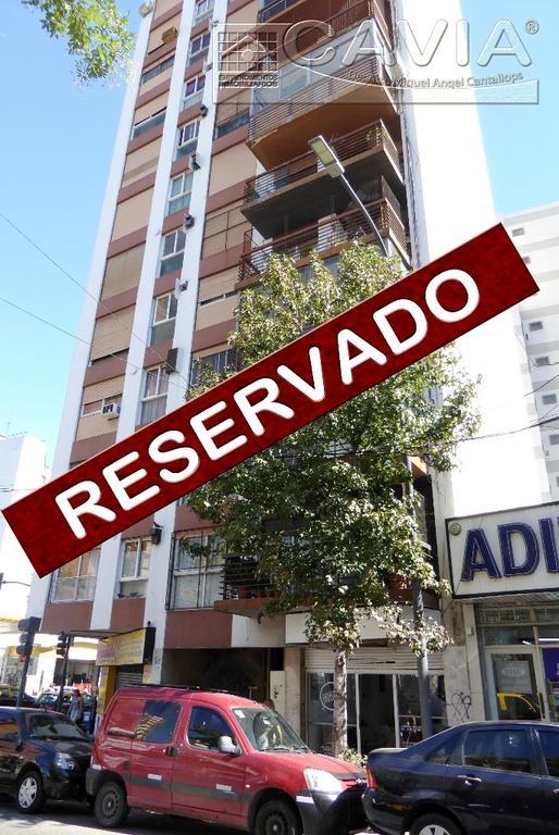 2 amb amplios 6º piso frente balcón, luminoso, cocina independiente con comedor diario y lavadero