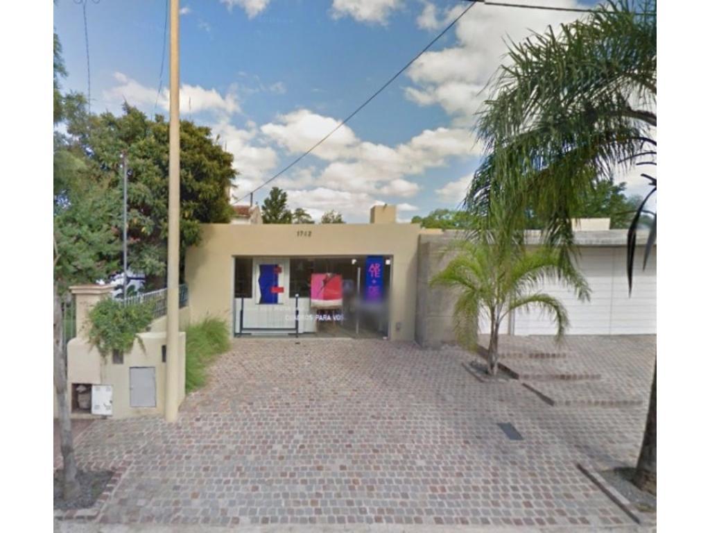 Local Comercial 50 m2 sobre Esteban Bustos 1742