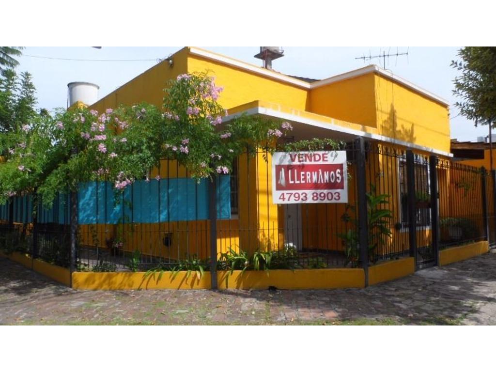 APTO CREDITO Vende Casa  3 Ambientes  Con Rejas Al Frente   Parrilla  Patio Terraza.