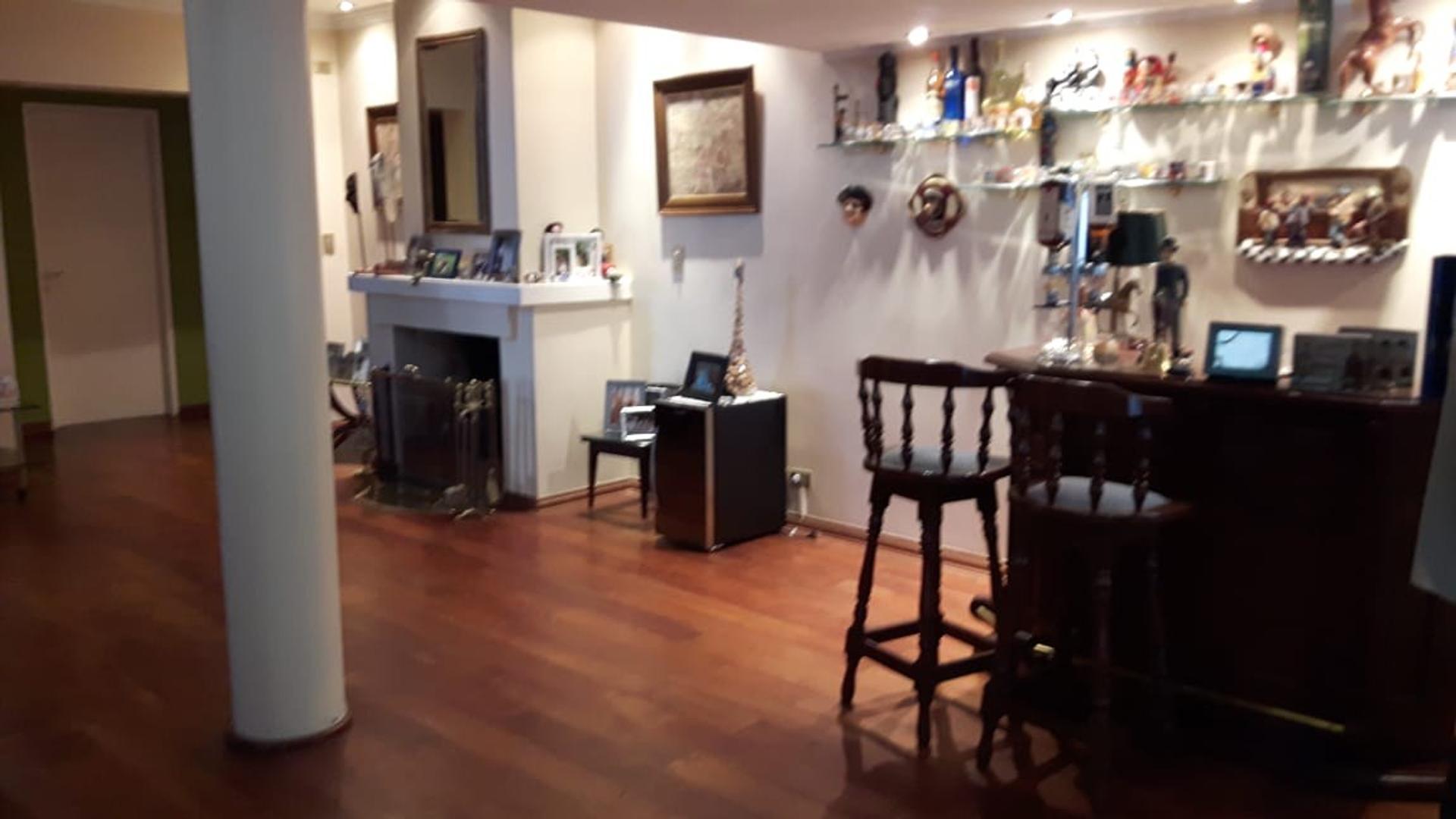 Casa en Venta - 7 ambientes - USD 1.200.000