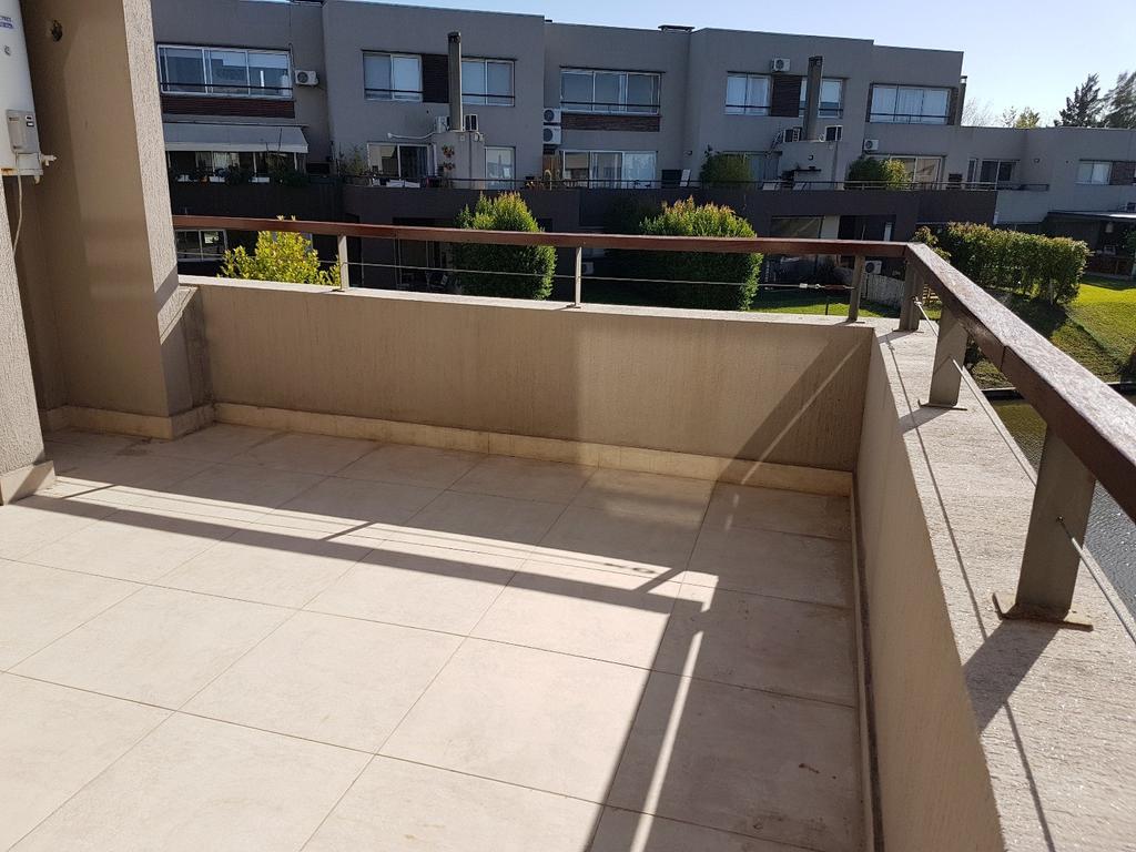 Espectacular duplex 3 ambientes con terraza y parrilla + cochera