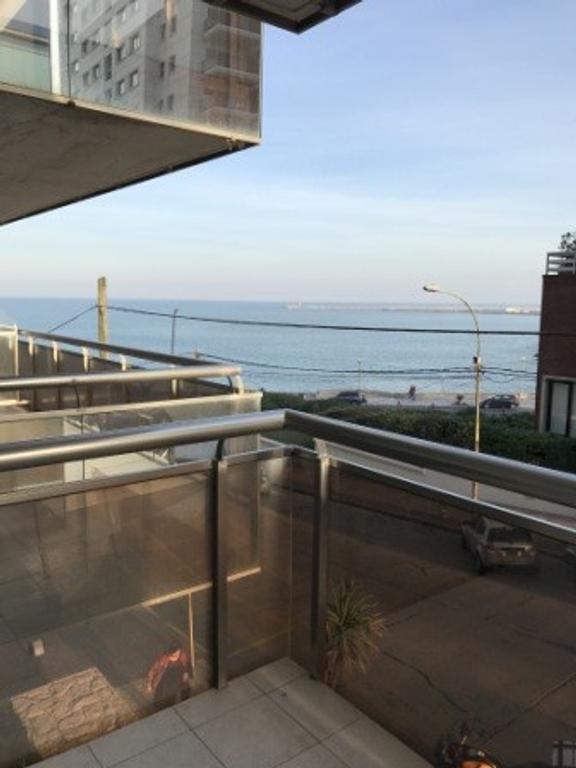 Excelente departamento de 2 ambientes con vista al mar en gran edificio zona Playa Chica