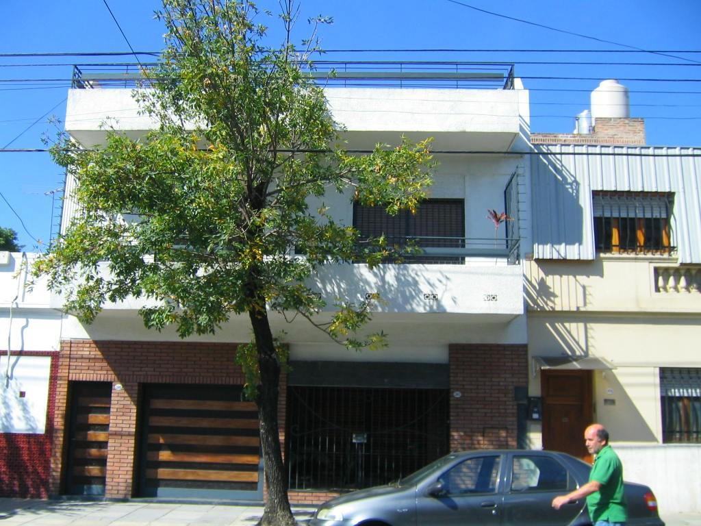 Lote 8,66x26 Zonificación E 3 FOT 3 a 5cd. Plaza Villa del Parque