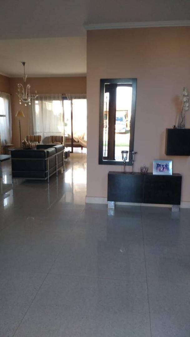 Casa en Venta - USD 680.000