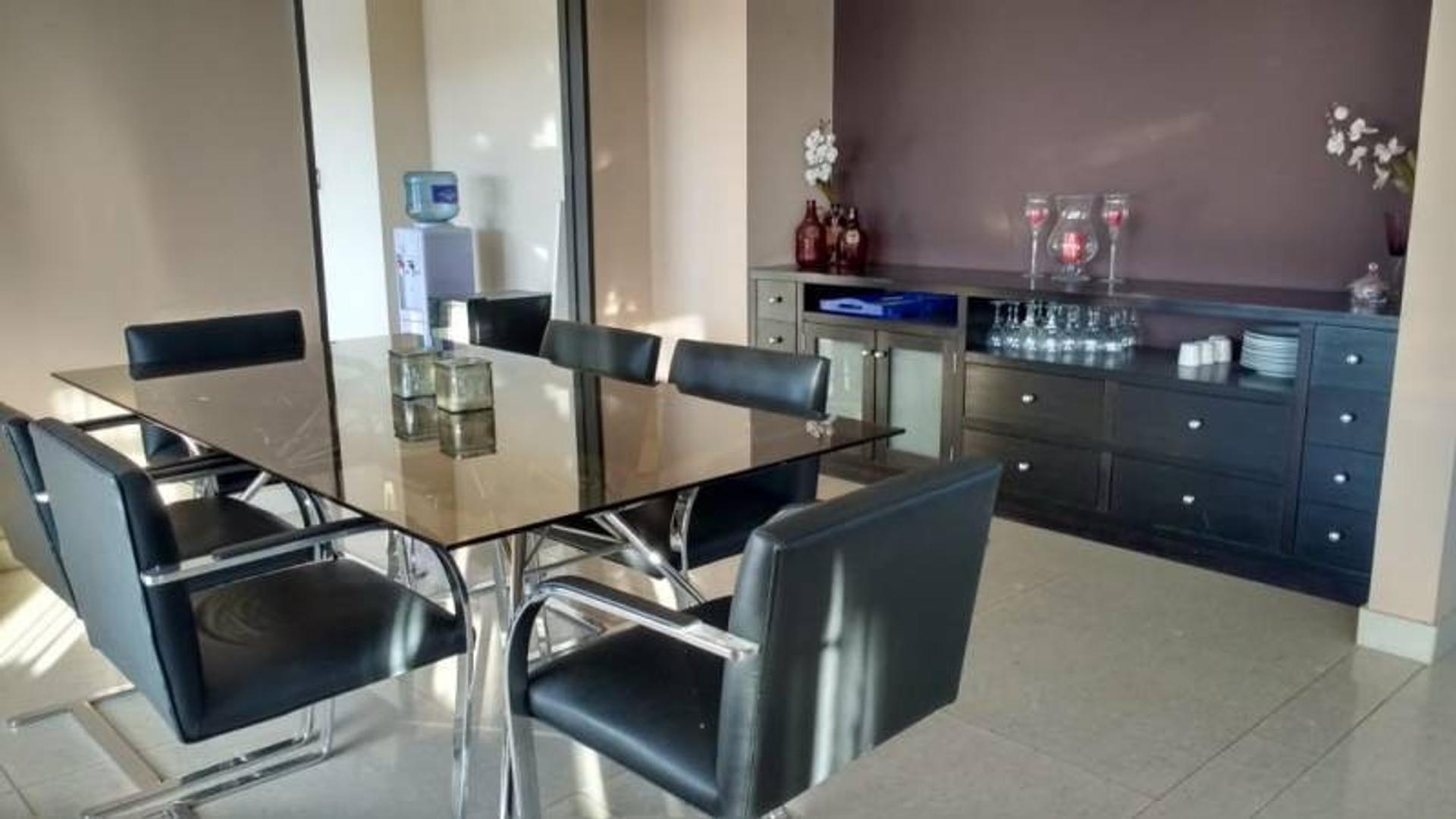 Casa - 300 m²   4 dormitorios   6 años