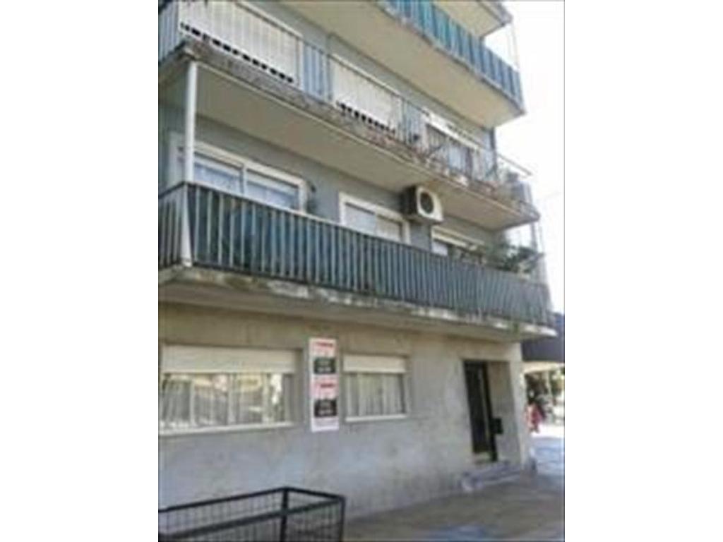 Departamento en Venta PB al frente 3 amb Liv Com 2 Dorm coc baños comp lav patio