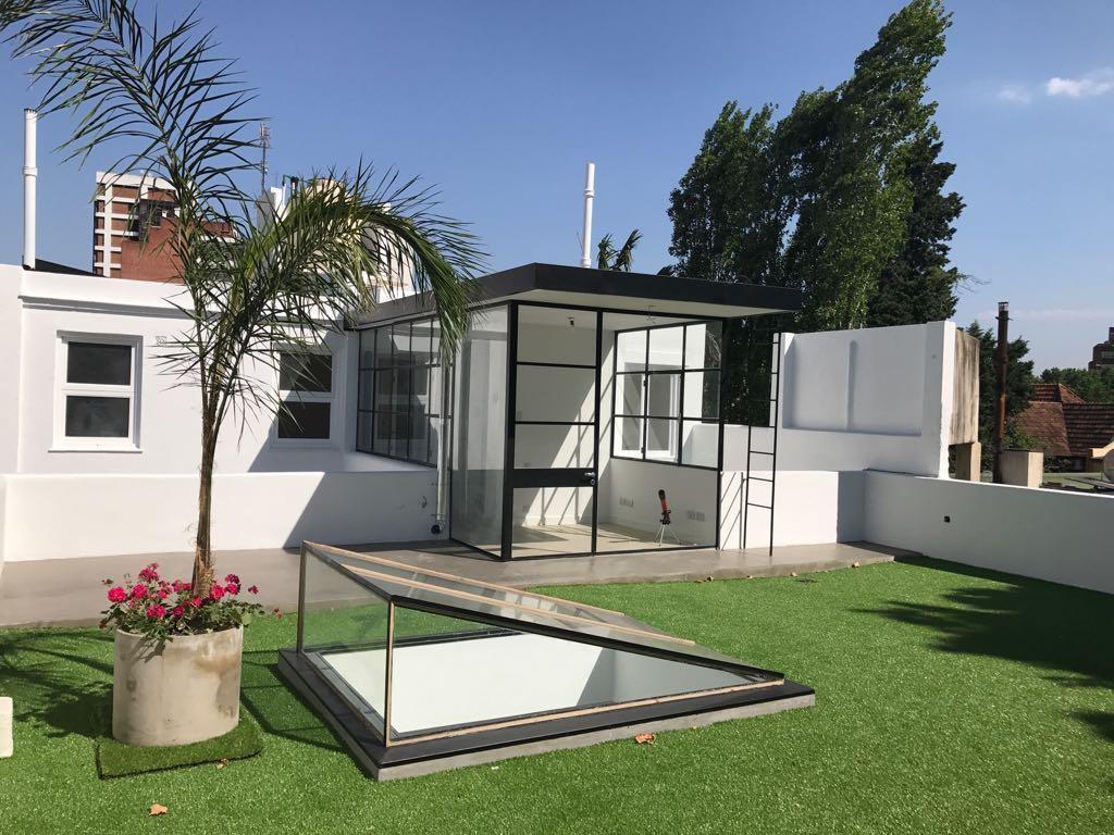Casa en Altos - Racionalista - A Nuevo. Terraza  y Garage