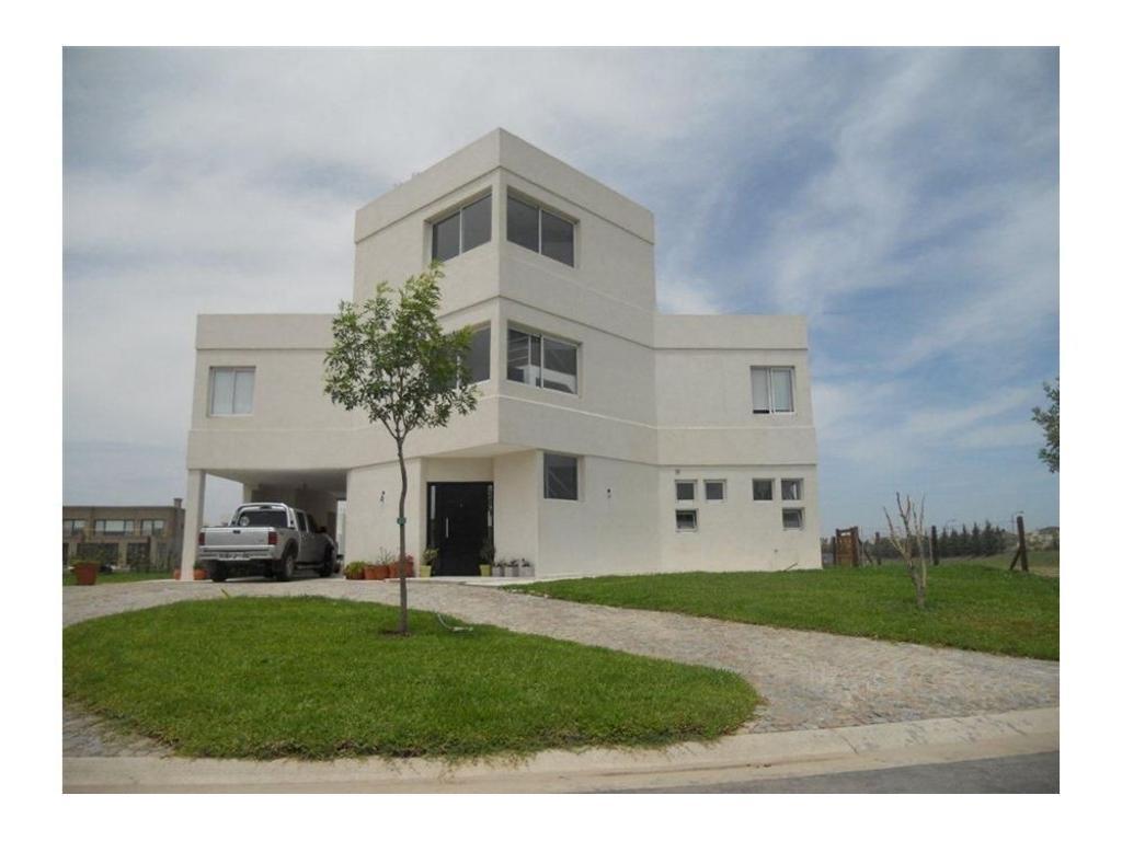 Excelente casa moderna en Cabos del Lago