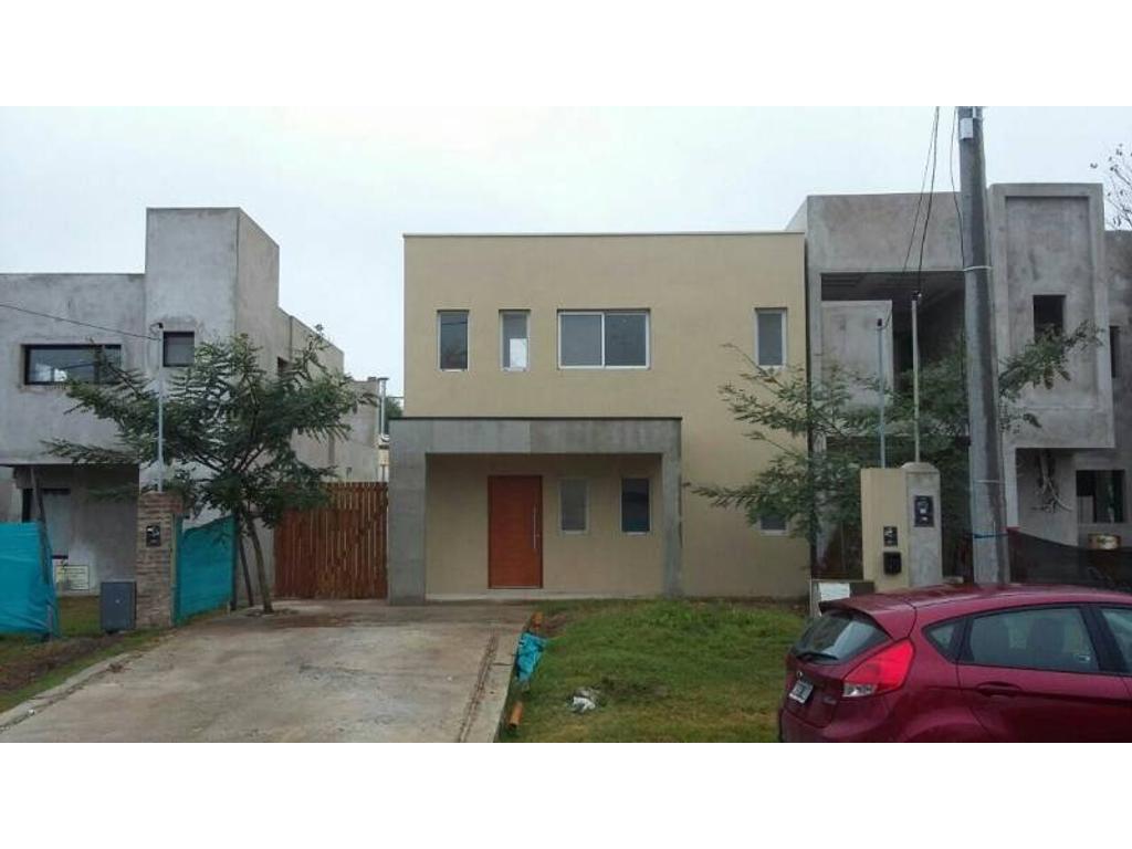 Casa apta Credito en Barrio semi cerrado