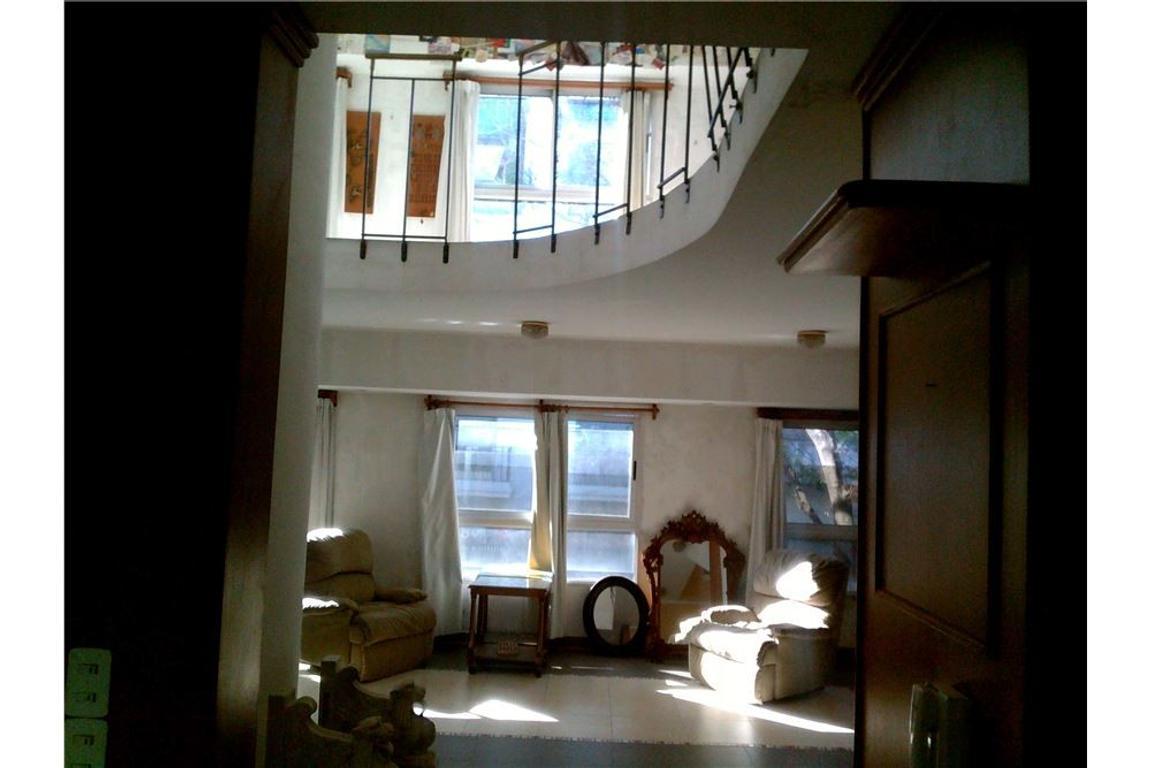 Casa  uso residencial y/o comercial PB y 2 pisos
