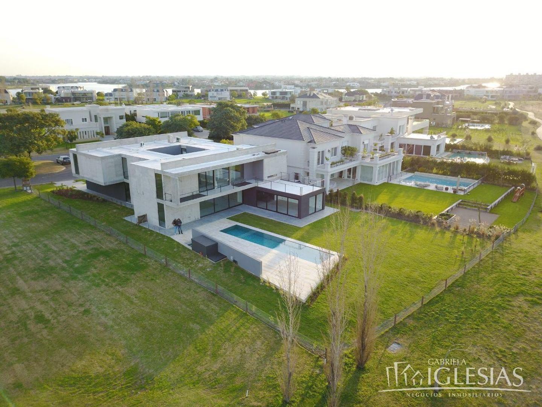 Casa en venta con 4 dormitorios en El Golf, Nordelta