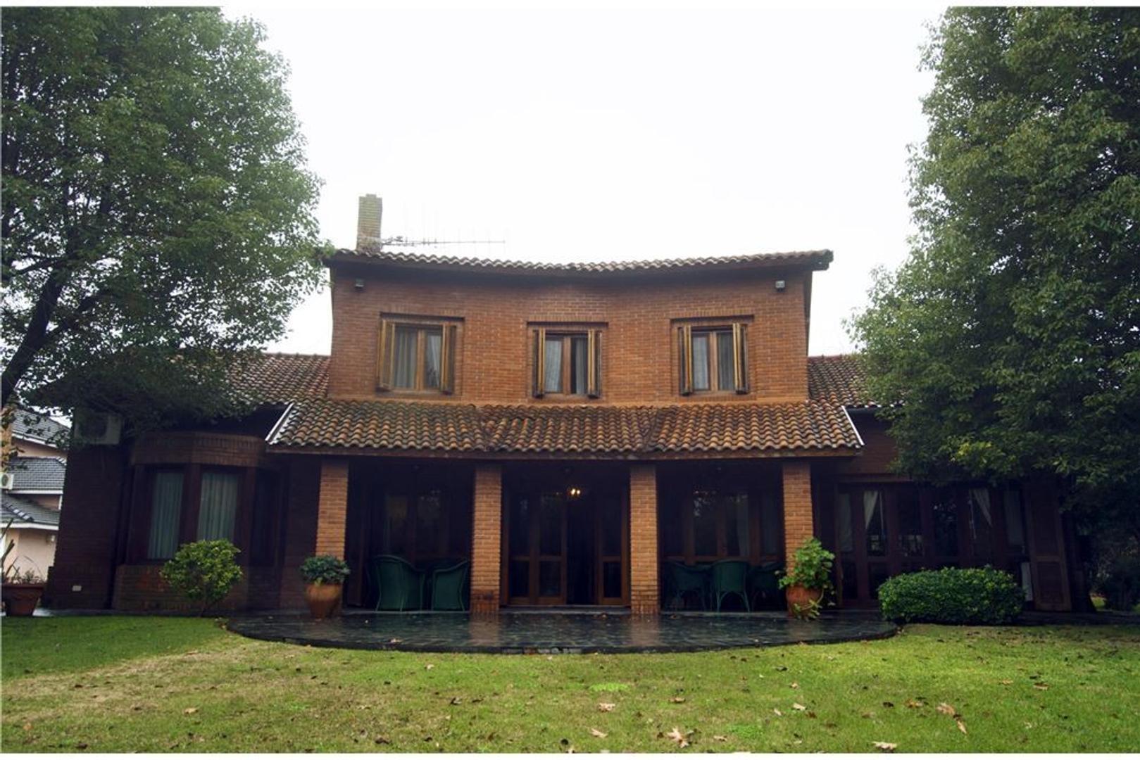 Casa Señorial Frente al Golf Casa Caseros y Mas