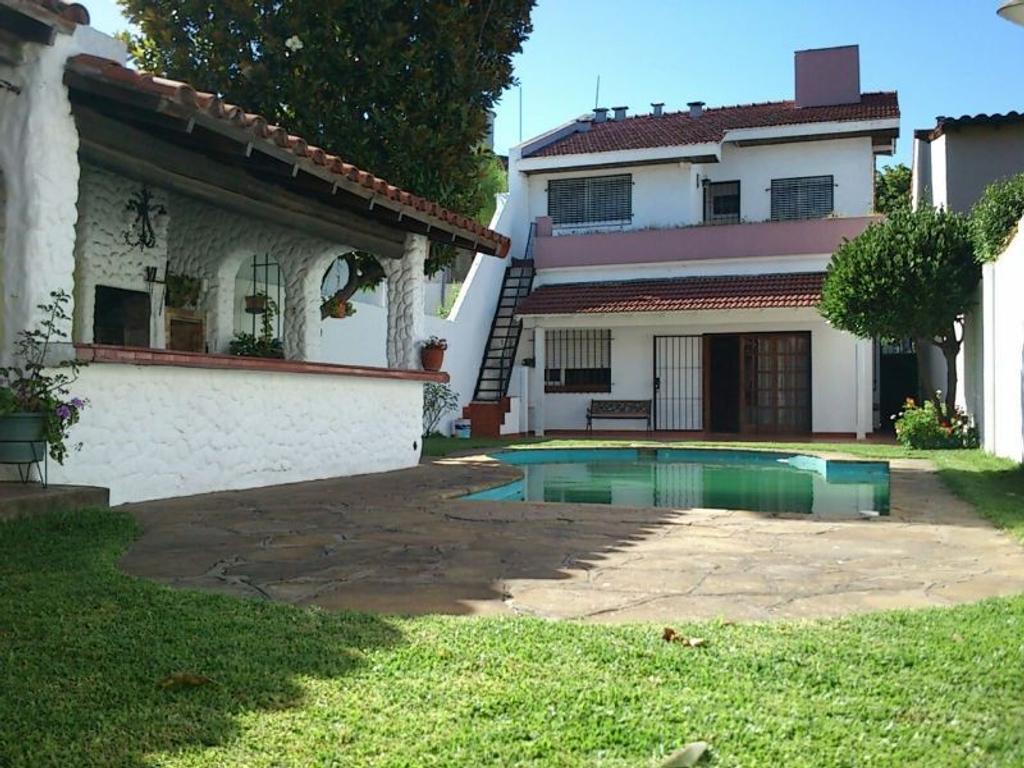 Venta casa Martinez con jardin y piscina