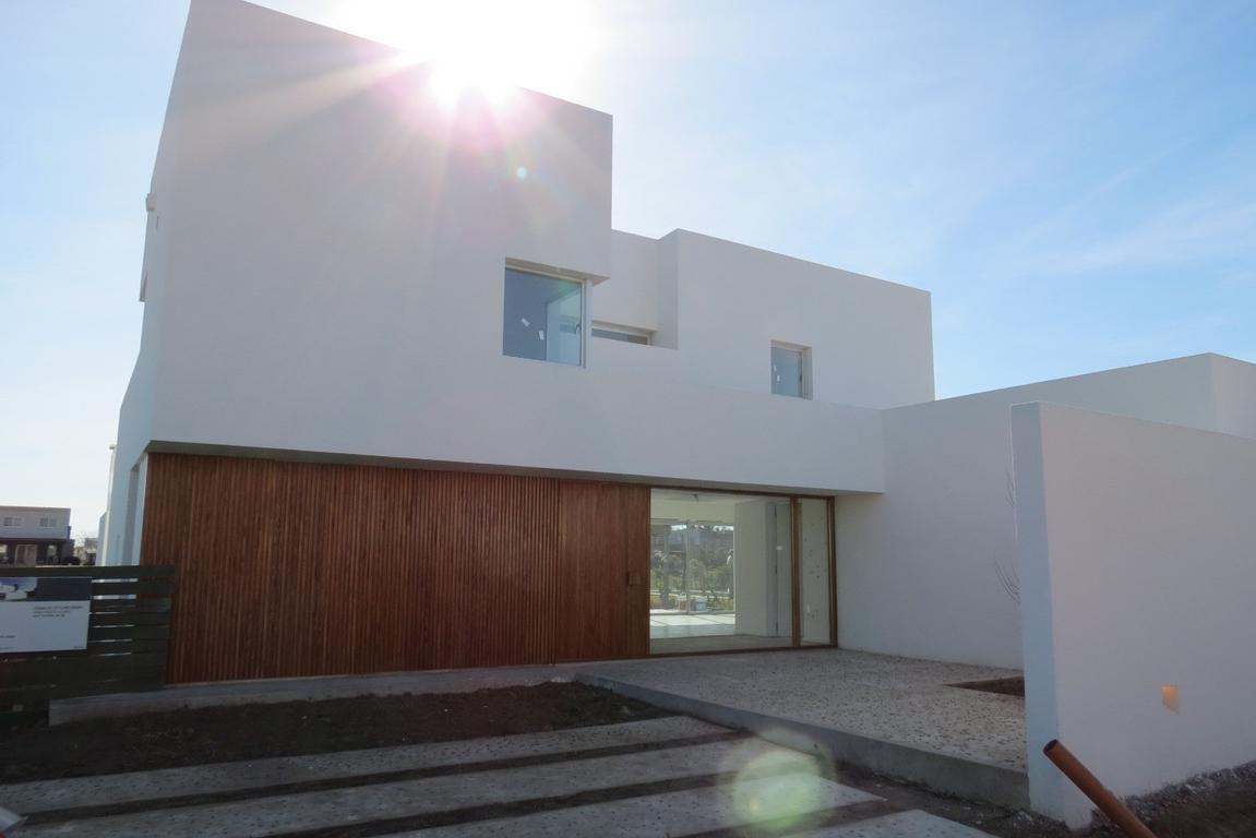 Casa en Venta, B° San Benito 425.000 USD