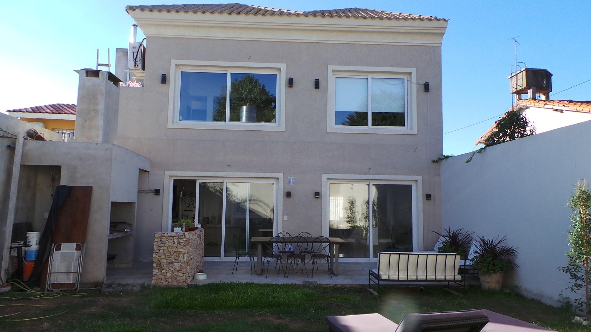 Preciosa Casa como nueva! En exclusivo Ba. Parque Saavedra - IMPECABLE!